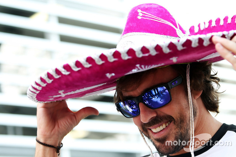 Fernando Alonso, McLaren con un sombrero de charro