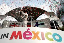 领奖台:冠军尼科·罗斯伯格,梅赛德斯车队
