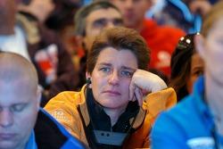 Ellen Lohr listens while Dakar organiser Etienne Lavigne brings the bad news about the Dakar 2008 cancellation