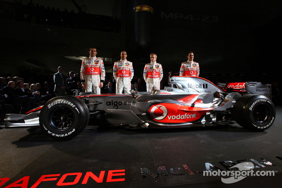 Gary Paffett, Lewis Hamilton, Heikki Kovalainen and Pedro de la Rosa pose with the new McLaren Mercedes MP4-23