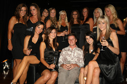 Jonny Reid, driver of A1 Team New Zealand with the grid girls