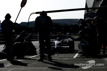 Nico Rosberg, WilliamsF1 Team, FW30, pitstop
