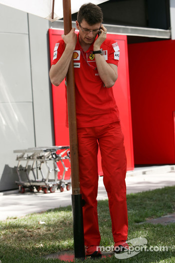 Chris Dyer, Scuderia Ferrari, Track Engineer of Kimi Raikkonen- Formula 1 World Championship, Rd 1, Australian Grand Prix, Wednesday