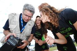 Patron girls pose in circle making of: Jean-Michel Le Meur at work