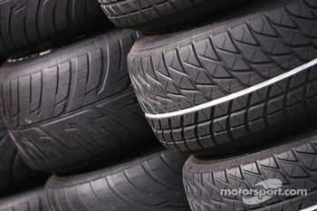 Intermediaire and wet tyres