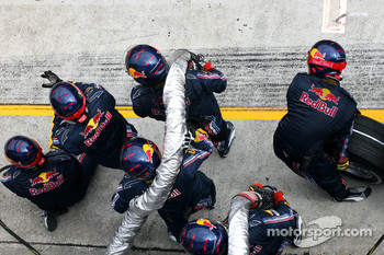 Red Bull Racing mechanics before pitstop