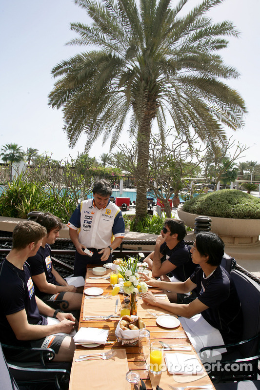 Renault F1 drivers training in Bahrain: Fernando Alonso, Renault R28, Romain Grosjean, Renault R28, Nelson A. Piquet, Renault R28 and Sakon Yamamoto, Renault R28 have their breakfast