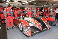 #1 Audi Sport Team Joest Audi R10 TDI: Allan McNish, Rinaldo Capello stopped in the pits