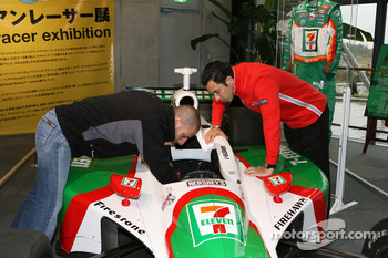 Visit of Honda Museum at Twin Ring Motegi: Tony Kanaan and Helio Castroneves in the Brazilian drivers display