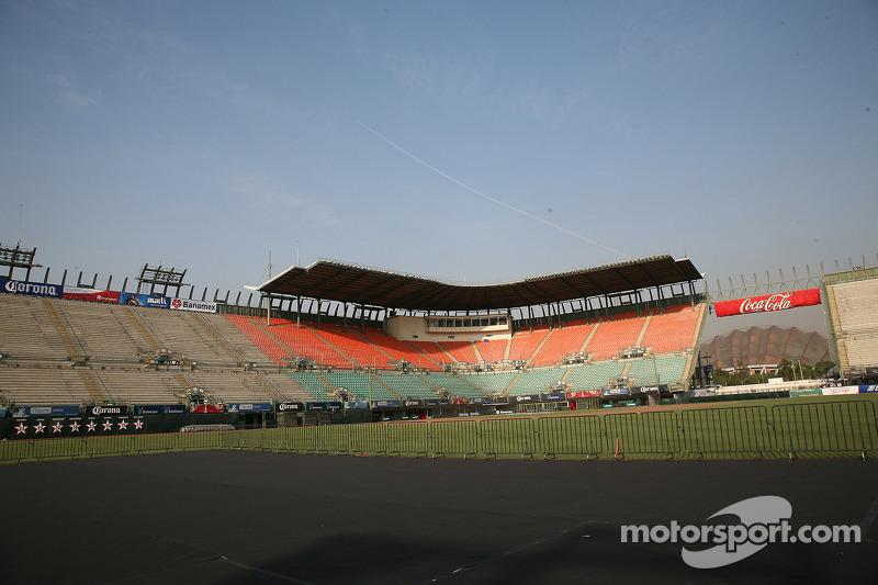 Ball park at autodromo hermanos rodriguez at mexico city for Puerta 2 autodromo hermanos rodriguez