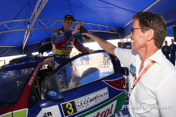 A delighted Malcolm Wilson congratulates 2008 Jordan Rally winner Mikko Hirvonen