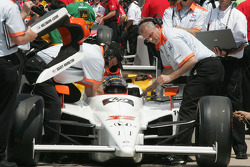 Davey Hamilton gets buckled in to qualify