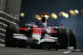 Jarno Trulli, Toyota Racing, TF108, crashed