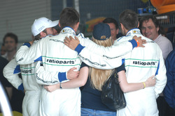 The Manthey drivers hug before the finish