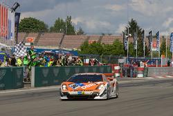 #90 Raeder Motorsport Lamborghini Gallardo: Hermann Tilke, Dirk Adorf, Patrick Simon takes the checkered flag