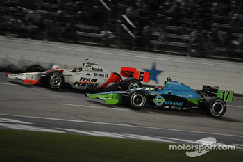 Ryan Hunter-Reay passes Ryan Briscoe