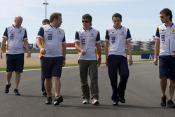 Track walk for Fernando Alonso, Renault F1 Team
