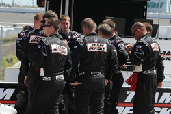 Helio Castroneves crew has a team meeting