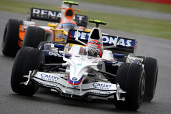 Robert Kubica,  BMW Sauber F1 Team leads Nelson A. Piquet, Renault F1 Team
