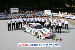#76 Imsa Performance Matmut Porsche 911 GT3 RSR: Richard Lietz, Raymond Narac, Patrick Long