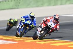 Andrea Dovizioso, Ducati Team and Aleix Espargaro, Team Suzuki MotoGP
