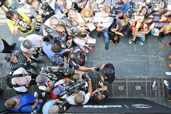 刘易斯·汉密尔顿,梅赛德斯车队,接受媒体采访
