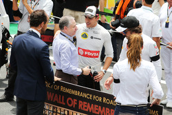 Jean Todt, FIA President with Pastor Maldonado, Lotus F1 Team on the grid