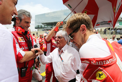 (L to R): Maurizio Arrivabene, Ferrari Team Principal with Bernie Ecclestone, and Sebastian Vettel, Ferrari on the grid