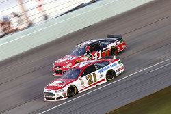 Ryan Blaney, Woods Brothers Racing Ford and Kurt Busch, Stewart-Haas Racing Chevrolet