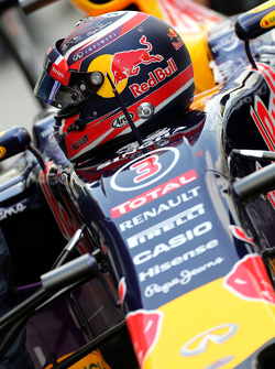 Helmet of Daniil Kvyat, Red Bull Racing