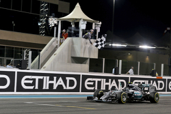 Race winner Nico Rosberg, Mercedes AMG F1 W06 celebrates as he takes the chequered flag at the end of the race