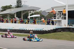 曹卓冲线瞬间,澳门国际格兰披治卡丁车大赛