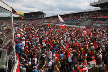 Fans on the circuit