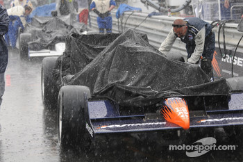 Oriol Servia's car is covered because of some sprinkles