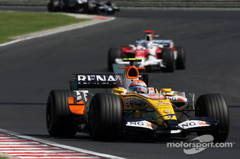 Nelson A. Piquet, Renault F1 Team, R28 leads Jarno Trulli, Toyota Racing, TF108