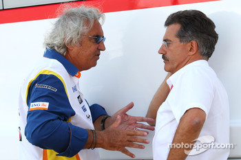 Flavio Briatore, Renault F1 Team, Team Chief, Managing Director and Dr. Mario Theissen, BMW Sauber F1 Team, BMW Motorsport Director