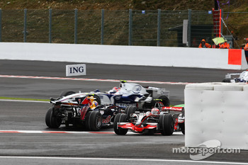 Mark Webber, Red Bull Racing, RB4 spins