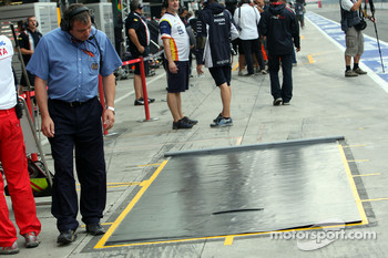 A special rain cover was placed in front of Toyotas garage on the pit stop area