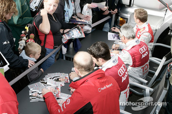 Autograph session: Allan McNish, Rinaldo Capello, Mike Rockenfeller and Alexandre Prmat