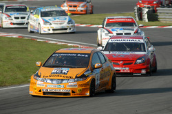 Tom Chilton leads Tom Onslow-Cole, Steven Kane