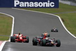 Sébastien Bourdais, Scuderia Toro Rosso leads Felipe Massa, Scuderia Ferrari