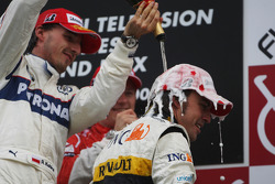 Podium: champagne for Fernando Alonso and Robert Kubica