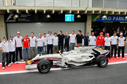 Wings For Life Livery Red Bull Racing David Coulthard photoshoot: David Coulthard, Mark Webber and the drivers of the other teams