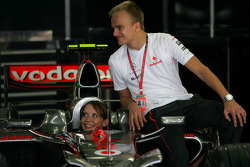 Heikki Kovalainen, McLaren Mercedes and Catherine Hyde, Girlfriend of Heikki Kovalainen