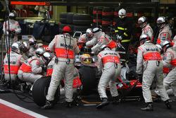 Lewis Hamilton, McLaren Mercedes, MP4-23, Pit stop