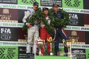 Podium: race winner Keisuke Kunimoto, second place Edoardo Mortara, third place Brendon Hartley