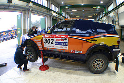 X-raid team: the #302 BMW X3 CC of Nasser Al Attiyah and Tina Thorner in the garage