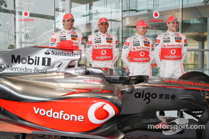 Pedro de la Rosa, Lewis Hamilton, Heikki Kovalainen and Gary Paffett with the new McLaren Mercedes MP4-24