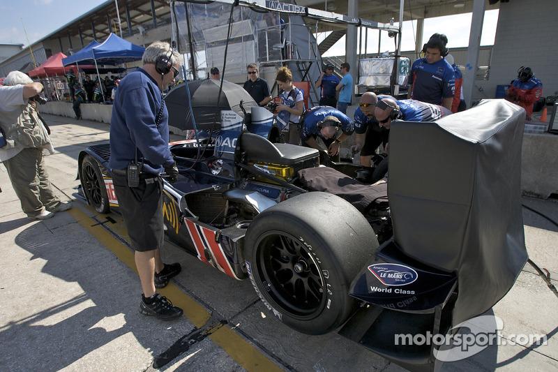 #66 de Ferran Motorsports Acura ARX 02a Acura