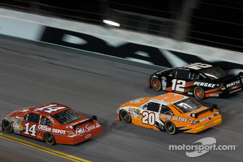 Tony Stewart, Stewart-Haas Racing Chevrolet, Joey Logano, Joe Gibbs Racing Toyota, David Stremme, Penske Racing Dodge